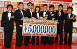 『R-1ぐらんぷり2009』決勝進出メンバー8名の、(左から)バカリズム、エハラマサヒロ、サイクロンZ、鳥居みゆき、鬼頭真也、COWCOW山田よし、あべこうじ、中山功太