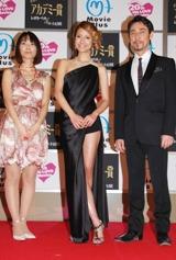 アカデミー賞発表当日、番組に出演する(左から)進行の相川梨絵、司会のマリエ、クリス・ペプラー