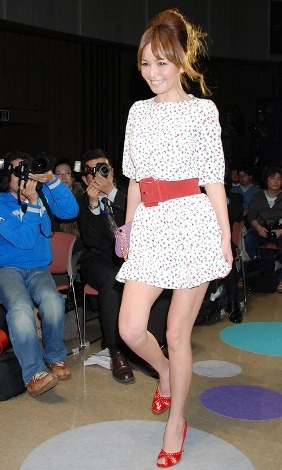 ミニスカで登場し会場を盛り上げた梨花=『トヨタ新プロジェクト&新ファッションブランド』記者発表イベント