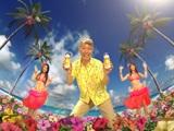『ジョッキ生』新CMでノリノリのダンスを披露する(左から)川村ゆきえ、所ジョージ、原幹恵