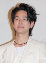 映画「感染列島」動員100万人突破大ヒットの舞台あいさつを行った妻夫木聡