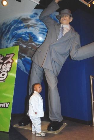 一 人 が 高い 世界 背