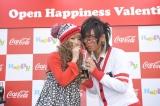 ラブラブぶりを見せつけた、(左から)『Popteen』モデルの舟山久美子、『Men's egg:』モデルの佐藤歩
