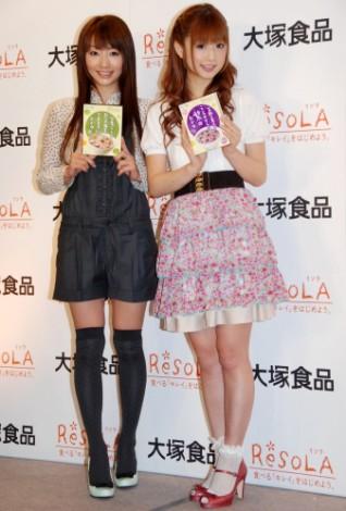 レトルトおかゆ『ReSOLA』PRイベントの様子(眞鍋かをりと小倉優子