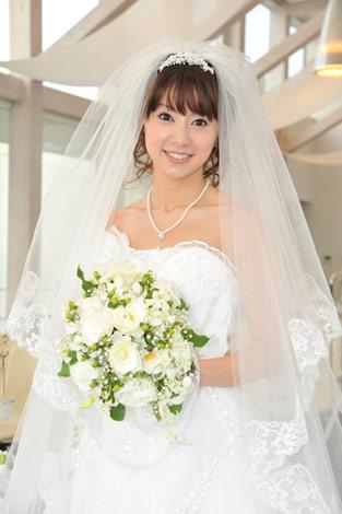サムネイル 愛の劇場40周年記念番組『ラブレター』(TBS)の最終回で自身初のウエディングドレスを披露する鈴木亜美