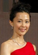 中国国旗をイメージしたドレスで登場した観光大使の木村佳乃