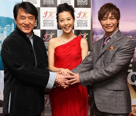 日本と香港の観光交流年をアピールする(左から)ジャッキー・チェン、木村佳乃、成宮寛貴