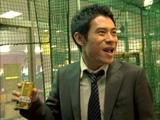 『BOSS 贅沢微糖−いいとこドリップ−』新CMでコミカルな演技を見せる伊藤淳史