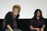 映画『クローズZERO II』の完成記念試写会前イベントに登場した小栗旬(左)と山田孝之