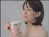 内田恭子が服を脱ぎ捨てる『カップヌードルライト』(日清食品)のCM