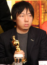 凱旋会見に臨む加藤久仁生監督