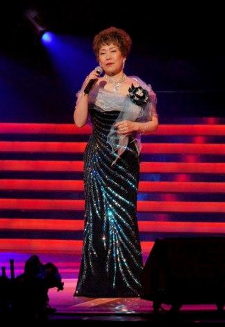 『第23回 ゴールドディスク大賞』授賞式で楽曲を披露した秋元順子