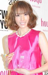「HAIR COLORRING AWARD 2009」のモデル部門を受賞した美香