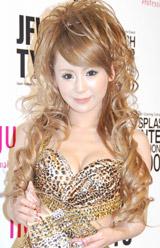 「HAIR COLORRING AWARD 2009」のブロガー部門を受賞した桃華絵里