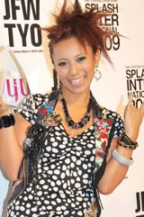 「HAIR COLORRING AWARD 2009」のタレント部門を受賞した三船美佳
