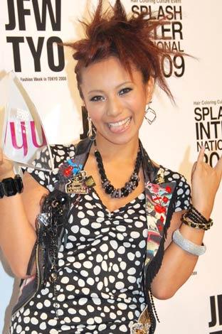 サムネイル 「HAIR COLORRING AWARD 2009」のタレント部門を受賞した三船美佳