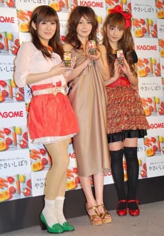 カゴメ「やさいしぼり」発売記念イベントに登場した(左から)椿姫彩菜、YOU、小倉優子