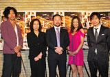 映画「ニセ札」の舞台あいさつ前のインタビューに応じた(左から)青木崇高、倍賞美津子、木村祐一、西方凌、板倉俊之(インパルス)