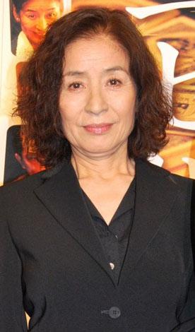 映画「ニセ札」の舞台あいさつ前にインタビューに応じた倍賞美津子