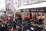 レミオロメンのベストアルバム発売イベントでは大勢の人が足を止めた