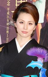 明治座5月公演 舞台「黒革の手帖」製作発表会見に出席した米倉涼子