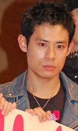 弟・隆大さんの死に対しコメントした伊藤淳史