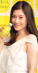 C1000『新ビタミンレモン&新CM』プレス発表会に出席した篠原涼子