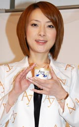 明治乳業『Aya Creamy』アイスクリームイベントに登場した西川史子