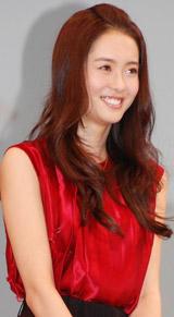 映画「昴」の完成披露試写会に出席し、舞台あいさつを行ったAra