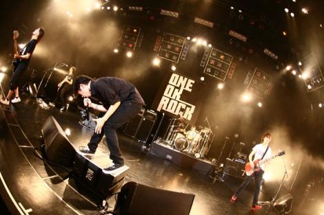 現在全国ツアー中のONE OK ROCK