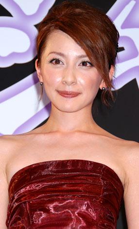 サムネイル ブログで妊娠していることを明かした奥菜恵