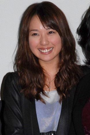 映画「恋極星」初日舞台あいさつを行った戸田恵梨香