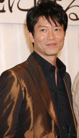 地球ゴージャスプロデュース公演『星の大地に降る涙』の製作発表会見に出席した寺脇康文