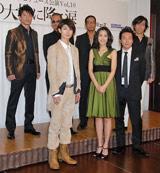 (後列左から)寺脇康文、EXILE・ATSUSHI、HIRO、岸谷五朗、三浦春馬、木村佳乃、音尾琢真