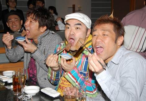 お笑いタレント・原口あきまさ、前田健、はなわらが焼き肉に舌鼓