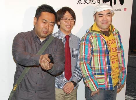 『炭火焼肉 An』レセプションに訪れた(左から)どきどきキャンプ、前田健