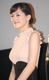 沖縄国際映画祭の特別招待作品『おっぱいバレー』舞台あいさつに登壇した主演の綾瀬はるか