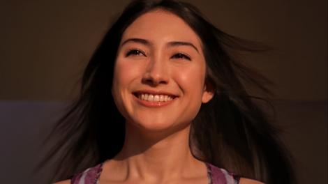 サムネイル 『アジエンス』新CMに出演している香椎由宇