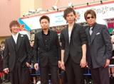 レッドカーペットに現れた(左から)成宮寛貴、品川ヒロシ、水嶋ヒロ、哀川翔