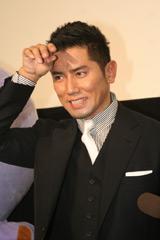 埼玉県民栄誉章の贈呈式に出席した本木雅弘