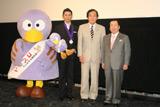埼玉県民栄誉章の贈呈式に出席した本木雅弘(右から3人目)