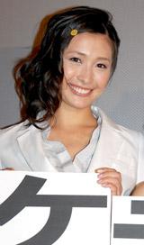映画『テケテケ』『テケテケ2』の舞台挨拶に登壇した山崎真実