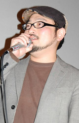 映画『テケテケ』『テケテケ2』の舞台挨拶に登壇した白石晃士監督