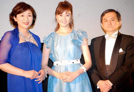 サムネイル 映画『BABY BABY BABY!』の舞台挨拶に登壇した(左から)松下由樹、観月ありさ、両沢和幸監督