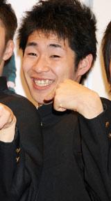 初書籍『スクールデイズ』発売記念記者会見に出席した、しずる・池田