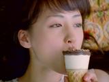 グリコ『ジャイアントコーン』新CMで恍惚とした表情を見せる綾瀬はるか