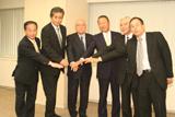 共同記者会見には邦画5社の役員が顔をそろえた。左端はアクトビラ・澤根浩一社長