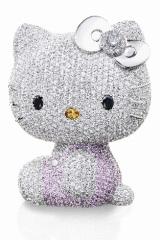 スワロフスキー社のブランド「ENLIGHTENED(TM) Swarovski Elements」で製作された、1500万円のハロー・キティ