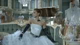 同CMでは中世ヨーロッパをモチーフとしたドレス姿も印象的