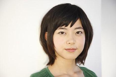 ブロンドヘアーの石橋菜津美さん
